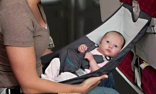 带宝宝坐飞机的安全事项----保护耳朵很重要